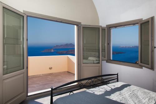 Santa Erini Suites
