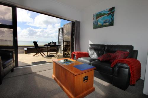 Large Studio Apartment - Beachfront - 1