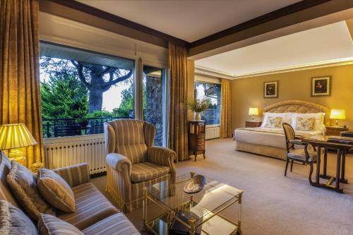 Suite Junior con balcón El Castell De Ciutat - Relais & Chateaux 5