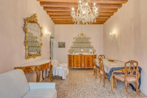 Two-Bedroom Apartment with Canal View - Fondamenta dei Furlani, Castello