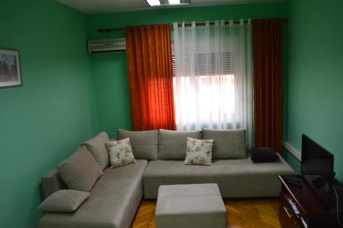 Apartment AED, Tiranë