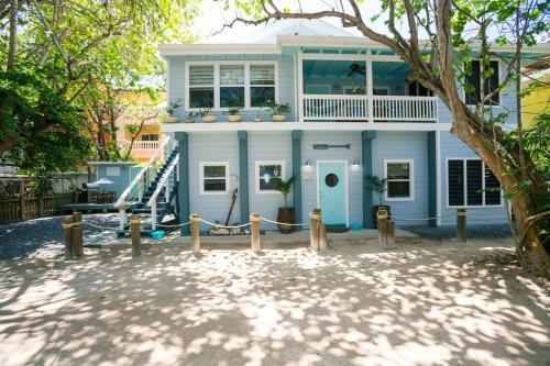 The Boat house, Роатан