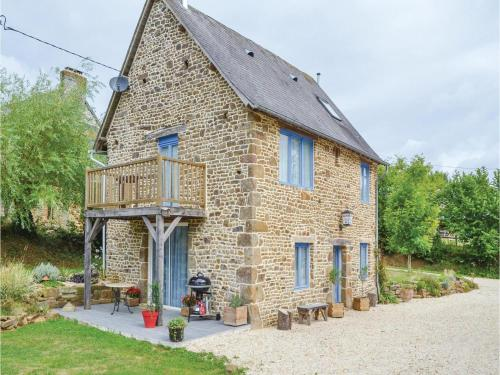 Holiday Home Cauesmes Vaucé with Fireplace IV
