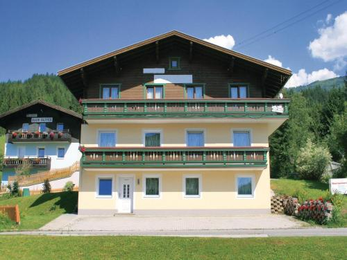 Two-Bedroom Apartment with Mountain View in Wagrain