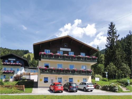 Three-Bedroom Apartment with Mountain View in Wagrain