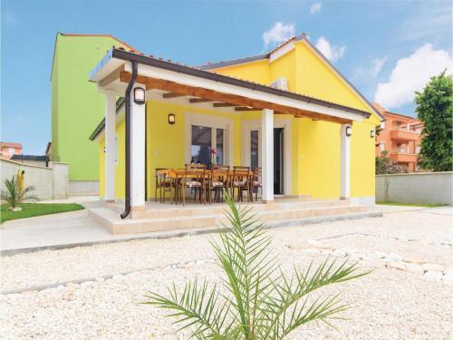 Three-Bedroom Holiday home in Medulin