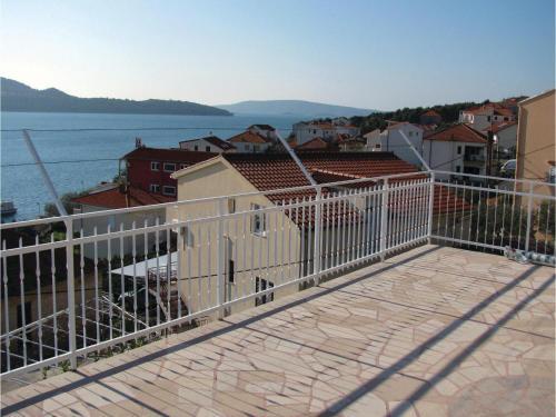 Apartment Seget Donji Pecine