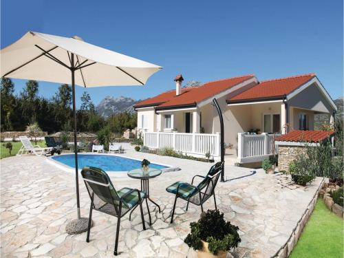 Holiday home Kucice 87 with Outdoor Swimmingpool