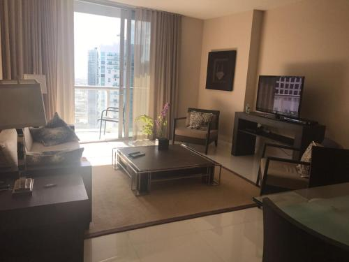 Hotel Luxurious Condo in Icon