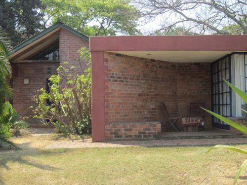 Weaver Cottages, Harare