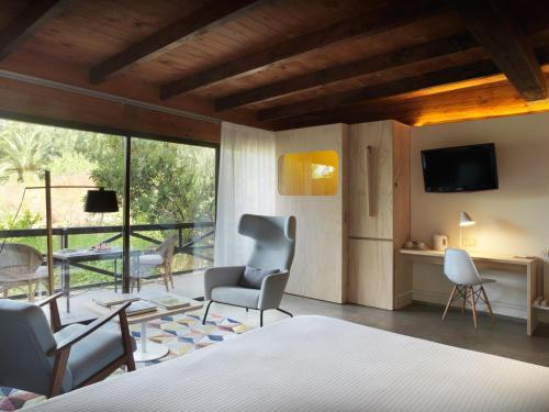 Junior Suite with Terrace - single occupancy Mont-Sant 3
