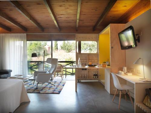 Junior Suite with Terrace - single occupancy Mont-Sant 1