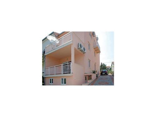 Apartment ul.54 br. II