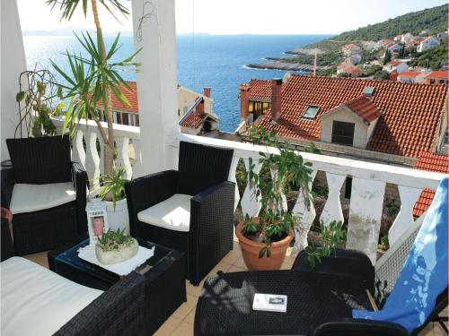 Two-Bedroom Apartment Cara with Sea View 06