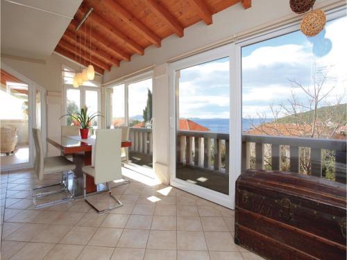 Three-Bedroom Apartment Zavalatica with Sea View 08