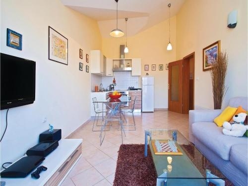One-Bedroom Apartment in Valbandon