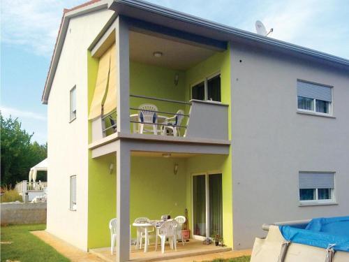 Three-Bedroom Apartment Labin 05