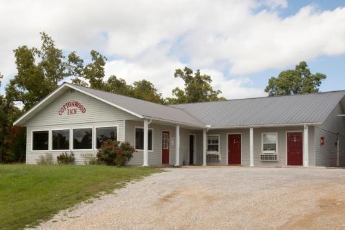 Cottonwood Inn