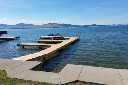 Lakes Edge Escape (Lake House)