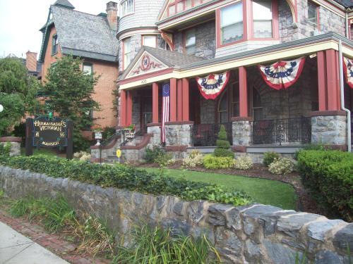 Hermansaders Victorian Mansion B & B