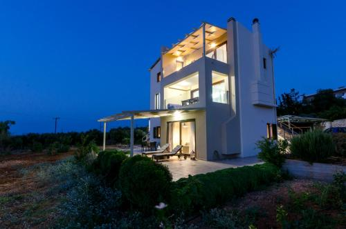 Modern villa P&A close to the beach