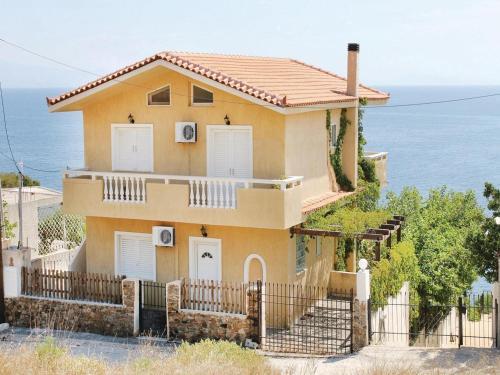 Three-Bedroom Holiday Home in Porto Ennea