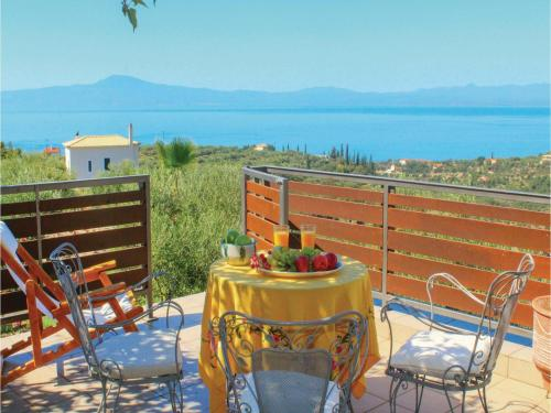 Three-Bedroom Holiday Home in Akrogiali Avia