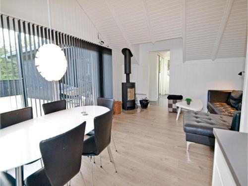 Holiday Home Hvide Sande with a Fireplace 5