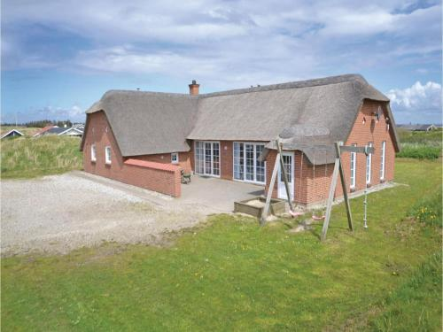 Six-Bedroom Holiday home with a Fireplace in Hvide Sande