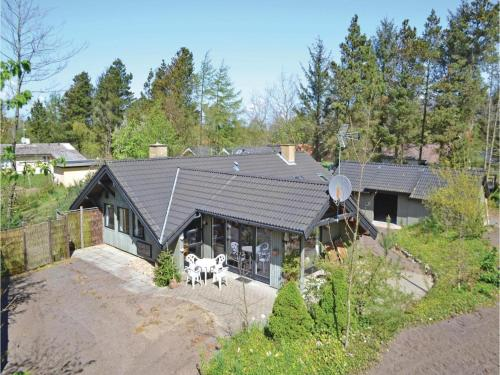 Three-Bedroom Holiday home with a Fireplace in Tarm