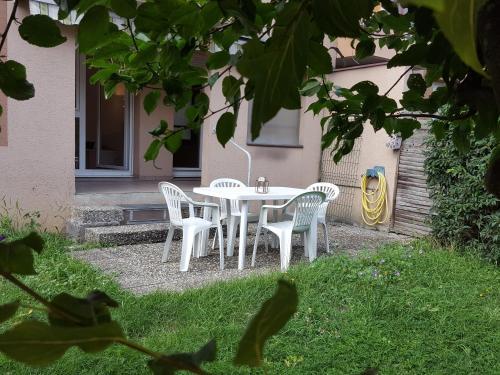Sunny street apartment location saisonni re 3 rue du for Beau jardin apartments st louis