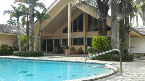 Fabulous Gated Luxury Furnished House