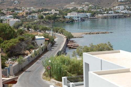 Acroterra Syros