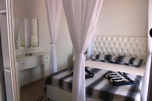Saranda Beach Apartment, Gjashtë