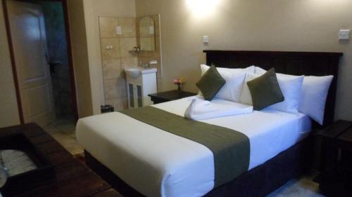 Kamore Guest Inn, Gumare
