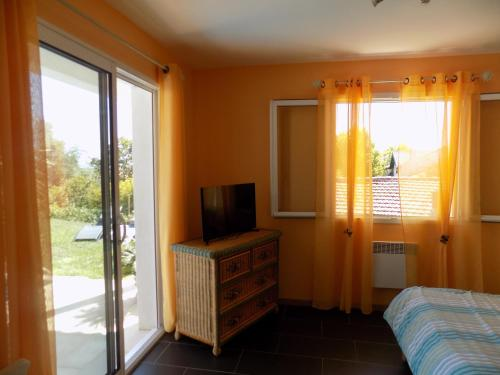 Chambre d\'hôtes coté piscine, Alignan-du-Vent. Reservations online