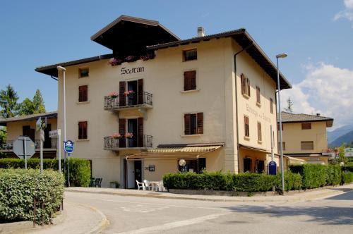 foto Albergo Ristorante Pizzeria Sedran (Calceranica al Lago)