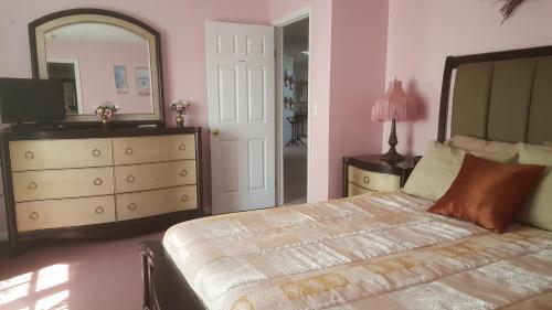 Highland Hideaway - Frontenac Room