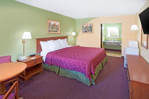 Days Inn & Suites Terre Haute