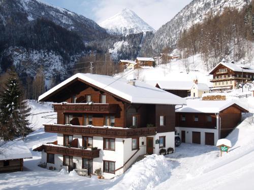 Ferienhaus Regina - Apartment mit 2 Schlafzimmern mit Balkon