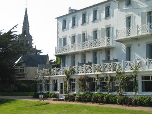 Grand hotel des bains h tel 15 rue de l 39 glise 29241 for Hotel des bains rue delambre