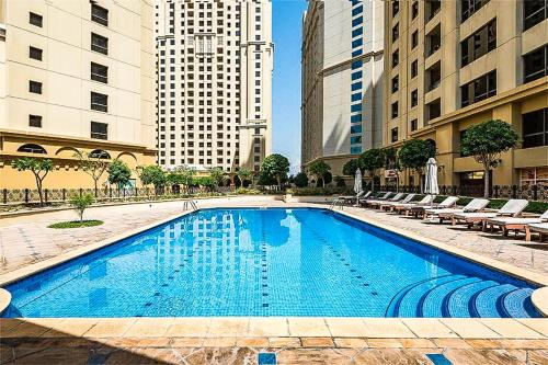 Hometown Holiday Homes - Shams 1, Dubai