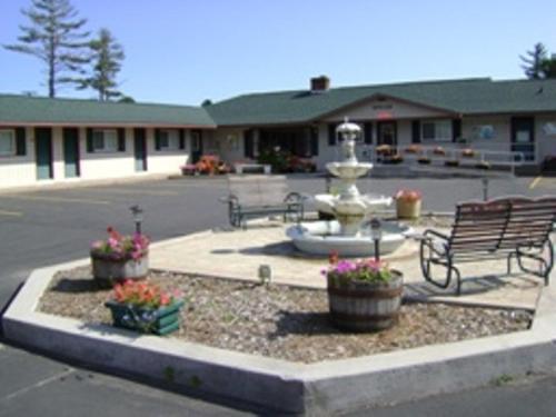 Marquette Motor Lodge