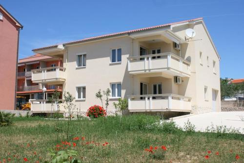 Apartment Novalja 3294b