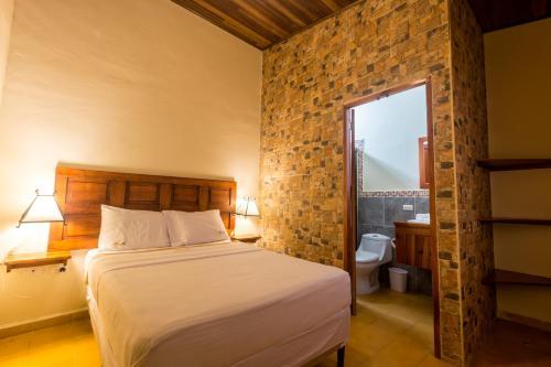 Hotel Mirna, Granada