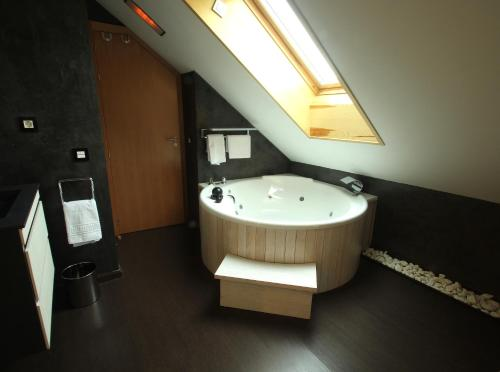 Superior Double or Twin Room with Hot Tub Hotel De Martin 5