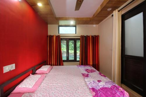 Private Room on the Green Side of Ganga