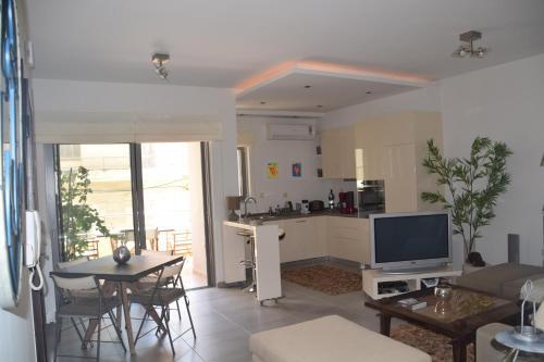 Modern city apartment near the beach