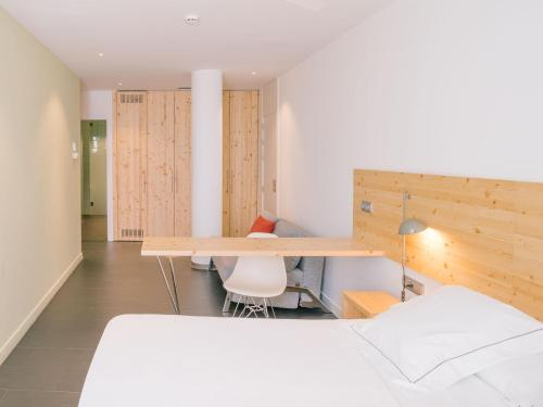 Large Double or Twin Room Tierra de Biescas 1