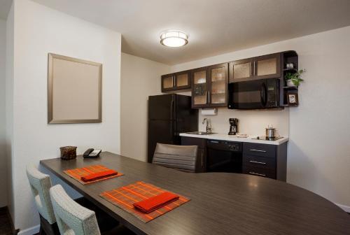 Candlewood Suites Lancaster West